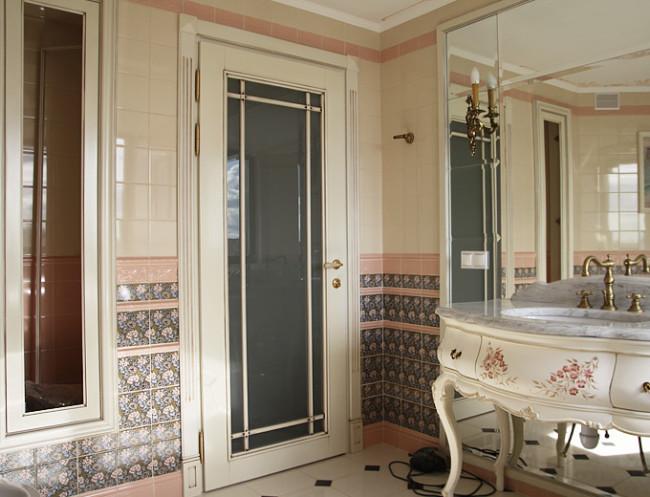Двери для ванной со стеклом