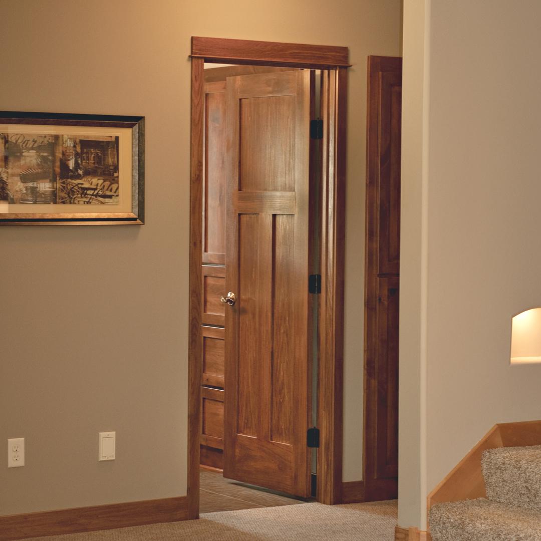 Двери из дерева для ванной